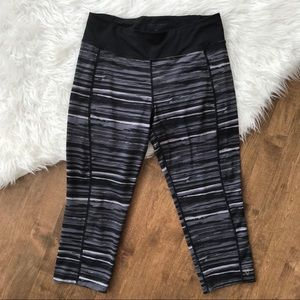Betsy Johnson performance athletic pants crop gym